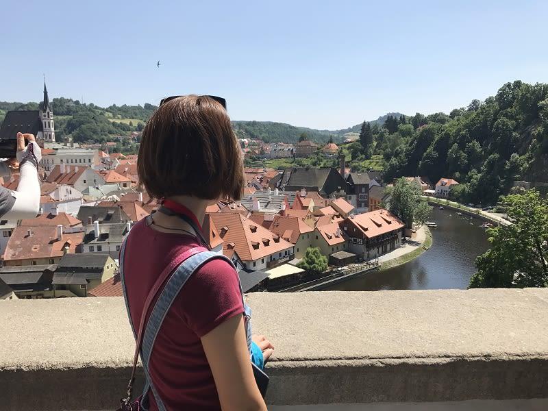 城堡中有兩處視野很好,很適合拍庫倫諾夫小鎮全景的地方,一是彩繪塔上,二則是橋廊;從橋廊上可以看到小鎮完整風光!