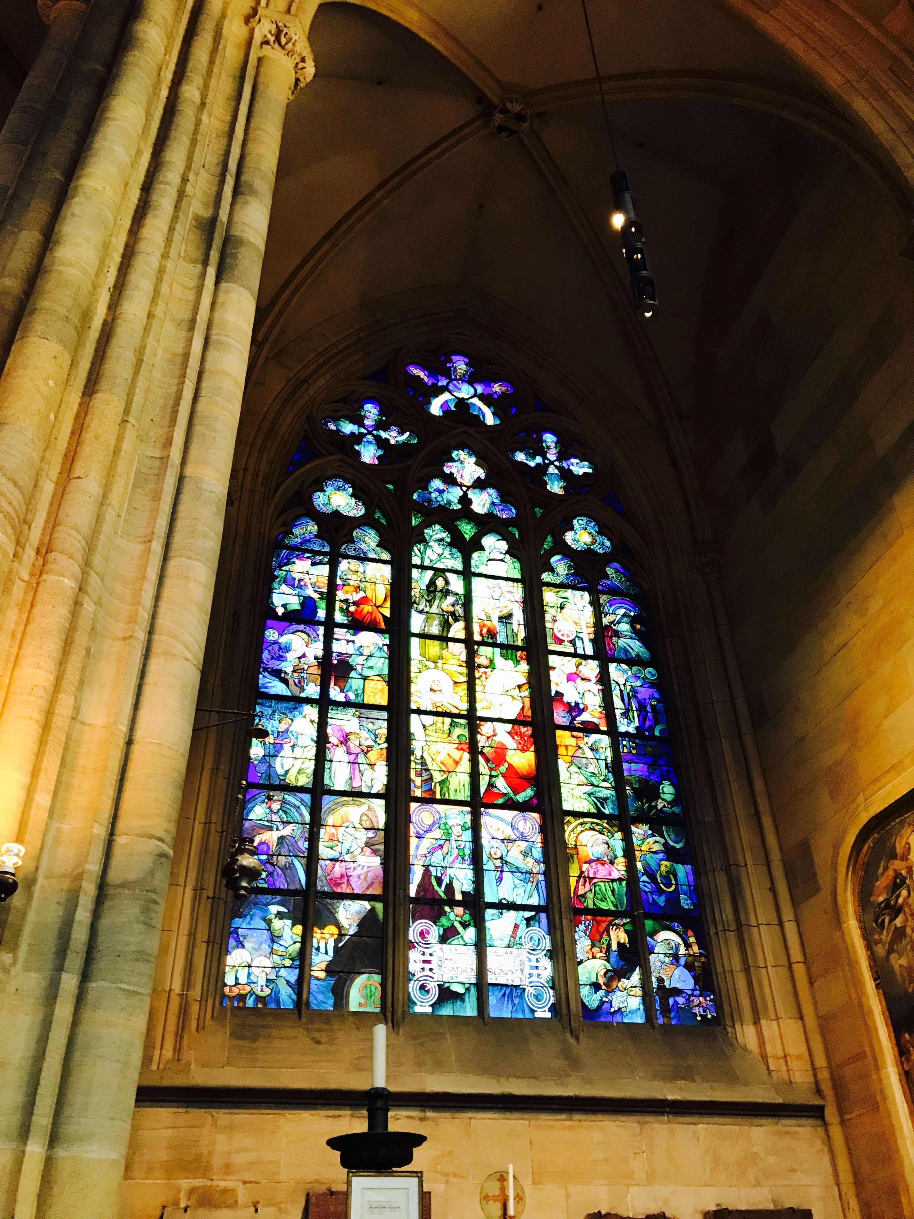 最多人慕名而來觀看的是「慕夏之窗」,由捷克著名畫家阿爾豐斯.慕夏所設計親手彩繪。Photographer / Penny