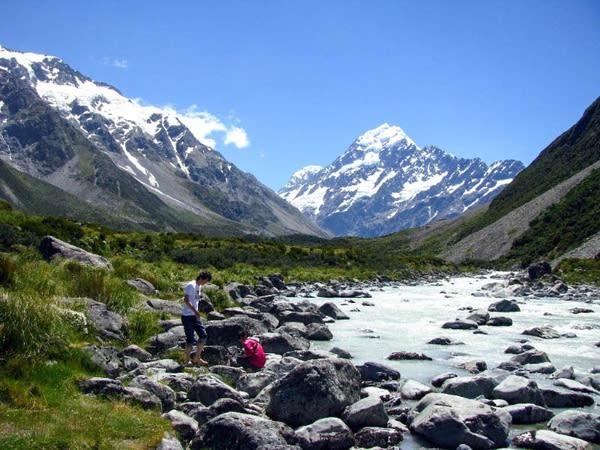 在 清 泉 間 小 憩 一 番 , 品 一 下 正 宗 萬 年 冰 川 水 。