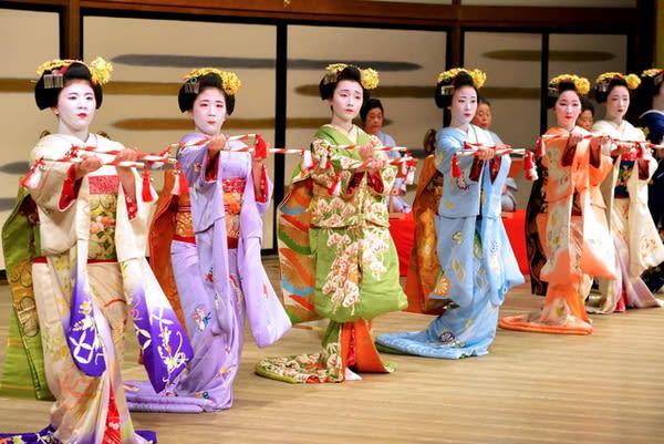 歌舞妓表演。