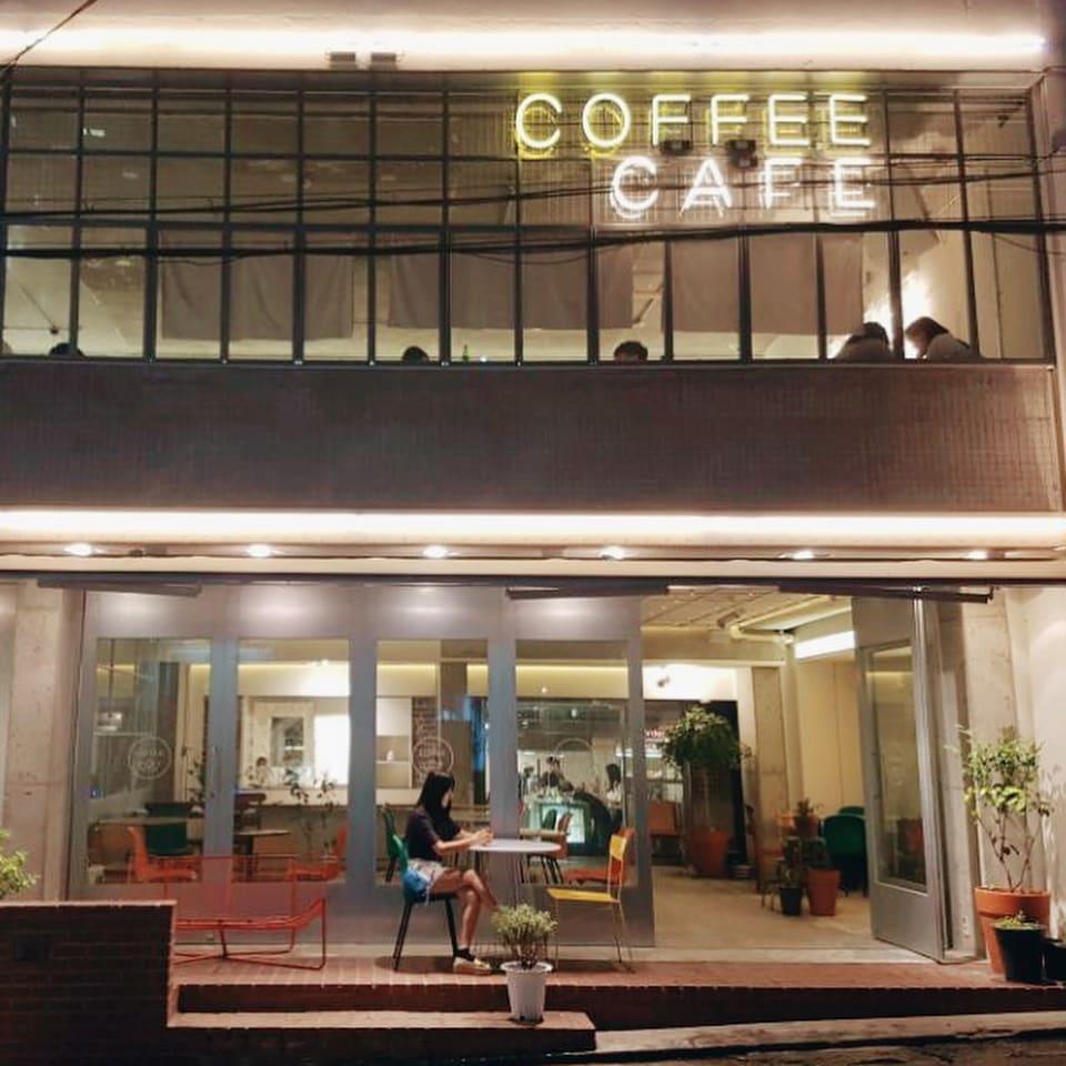 獨棟的Cafe seokyo超氣派~(來源-https://www.instagram.com/hunzzing/)