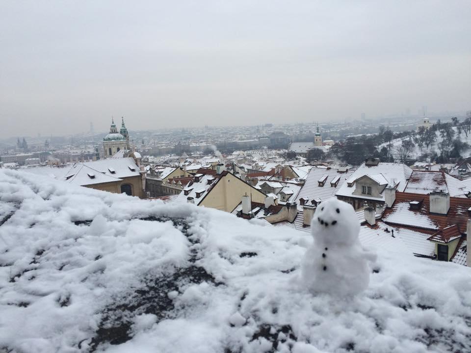 我與朋友臨時創作的雪人 Pic/Facebook: TraveLinArt2017