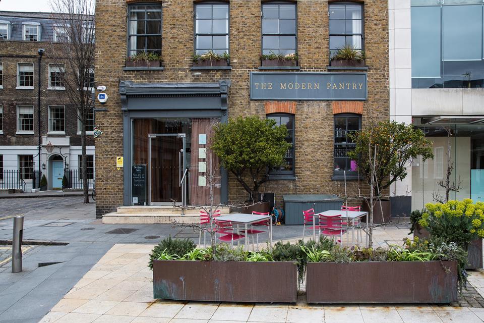 位 於 倫 敦 市 中 心 附 近 的 The Modern Pantry,就 是 白 領 階 級 早 餐 的 代 表 餐 廳。