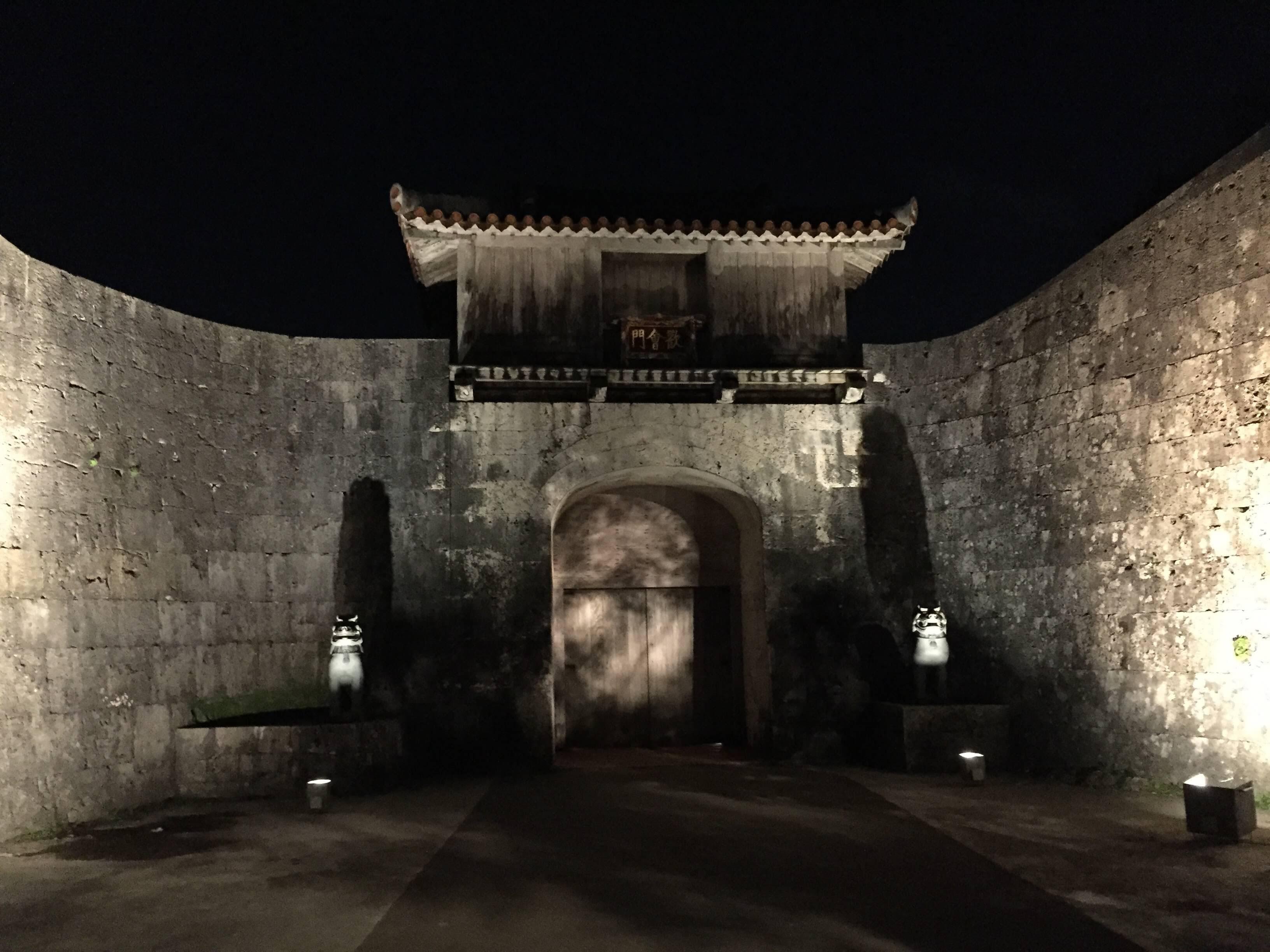 夜裡的首里城