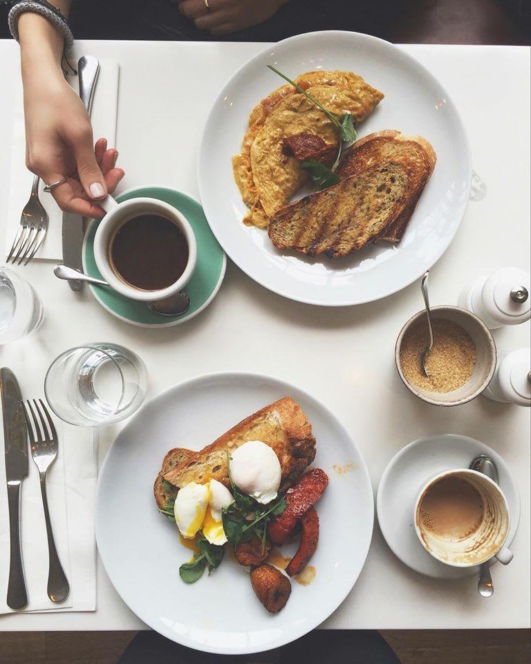 The Modern Pantry 所 提 供 的 早 餐 份 量 少,配 料 與 擺 設 都 十分 講 究。