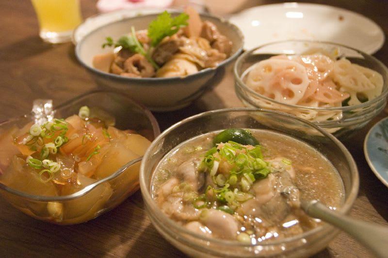 懷 舊 美 食 , 蚵 仔 麵 線 、 冰 糖 蓮 藕 Photo | flickr CC editor Kevin Phua