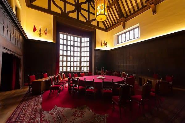這 裡 就 是 當 年 三 巨 頭 們 決 定 世 界 命 運 的 房 間 。
