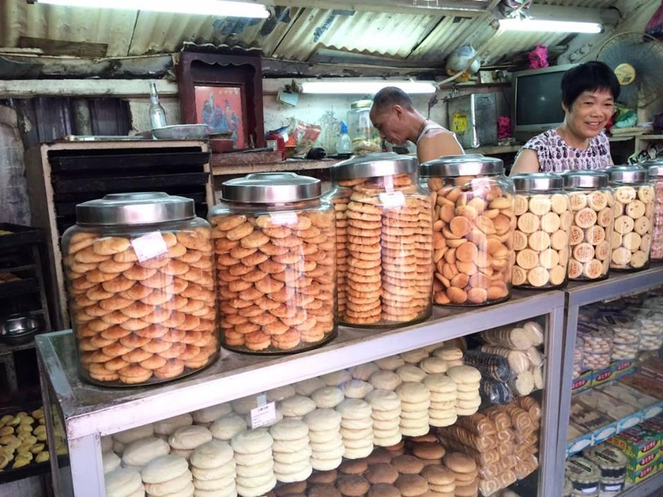 晶 記 餅 店 。