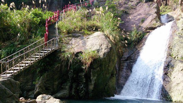 礁 溪 秘 境 瀑 布