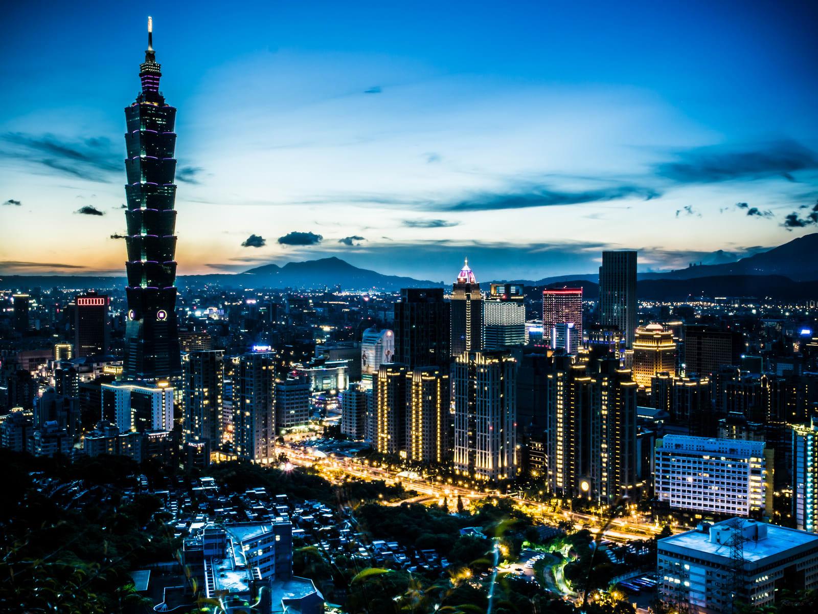 一 眼 望 穿 , 台 北 的 榮 景 Photo | flickr cc editor 中岑 范姜