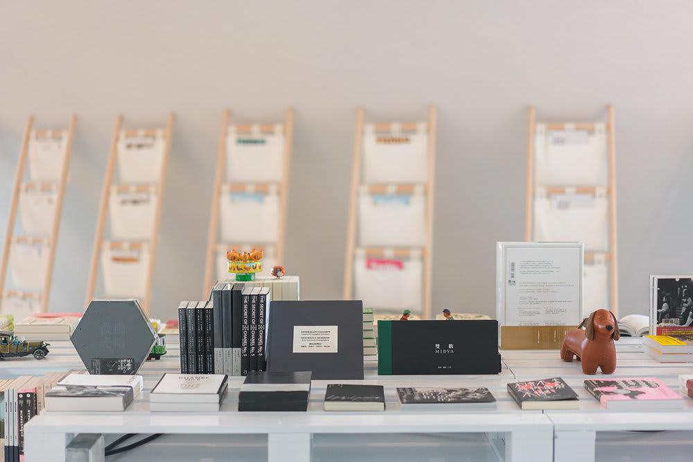 好 樣 學 潮 , 販 賣 各 種 書 籍 、 雜 誌 。 圖 片 來 源 : VVG官網。