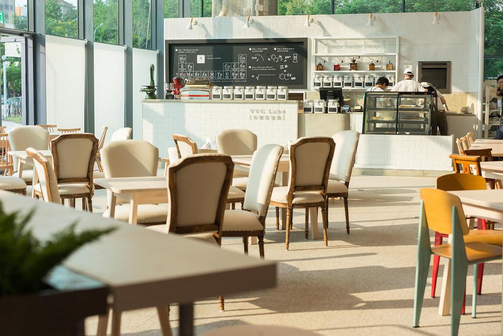 位 於 一 樓 的 VVG 好 樣 度 量 衡 , 可 以 在 此 喝 手 沖 咖 啡 、 享 用 輕 食 。 圖 片 來 源 :VVG 官 網 。