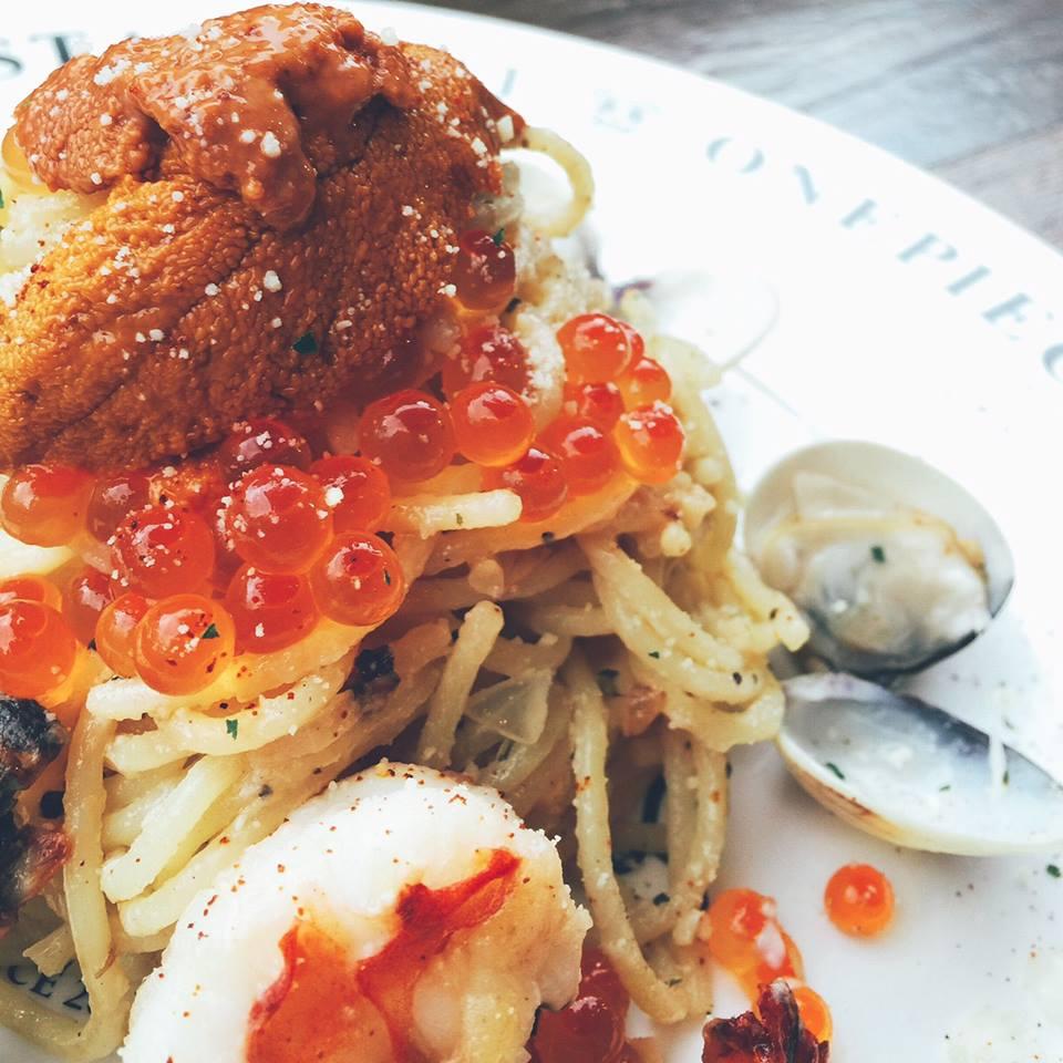 2016年必吃美食 海 鮮 義 大 利 麵 。 圖 片 來 源 : 台 灣 航 海 王 主 題 餐 廳 粉 絲 團 。