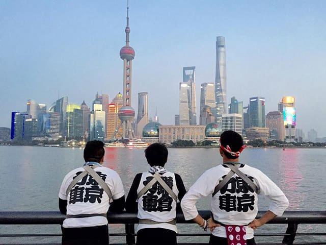 三 人 從 大 阪 坐 船 出 發 到 達 上 海 。 ( 圖 : 鈴 木 悠 司 Facebook )