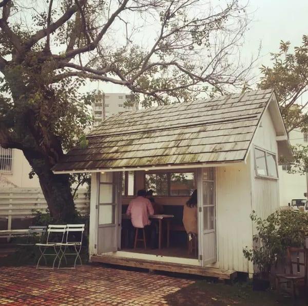 露 天 的 可 愛 小 房 子 。