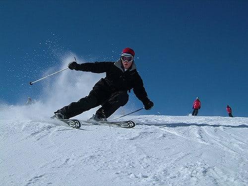 滑 雪 必 須 要 全 副 武 裝,避 免 不 必 要 的 受 傷。