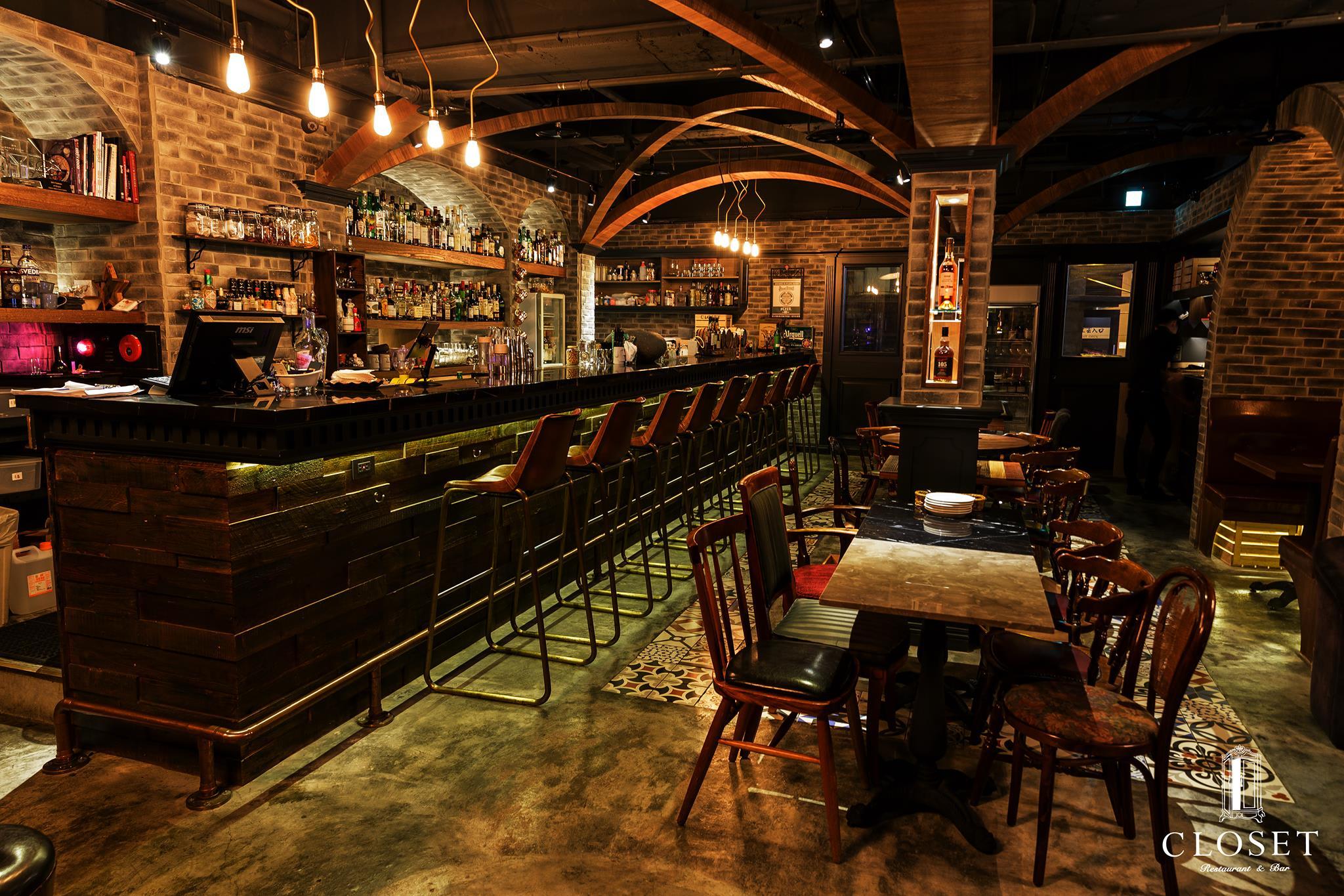 照 片 來 源 : Closet Restaurant & Bar CC by 2.0