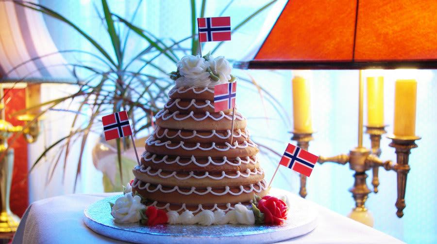 年夜飯 可 愛 的 花 圈 蛋 糕 。 圖 片 來 源 :NPR。