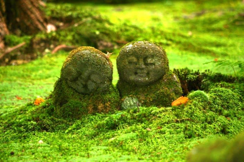 也許一轉身就會突然看到的可愛小地藏。來源:http://f.hatena.ne.jp/masanori432/20070728093217