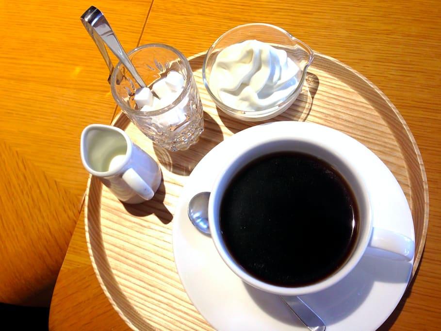 食堂內供應咖啡、甜點以及由京都食材製作而成的定食|圖片來源:吳胖達