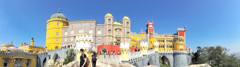 辛特拉佩納宮外觀如童話城堡,在過去是葡萄牙皇室的避暑行宮。如今為觀光勝地,夏天是熱門季節,如欲逛完內部展覽,至少花費約3小時。Photographer   Serina Su