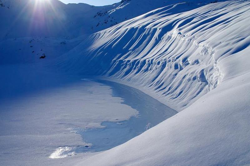 北阿爾卑斯的融雪(照片來源:Tateyama Kurobe Alpine Route官網)https://www.alpen-route.com/tw/