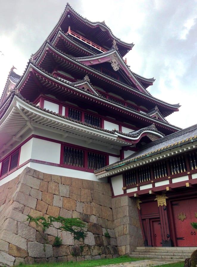 雖然是後人再造的城堡,但也相當氣派呢| 照片來源:吳胖達