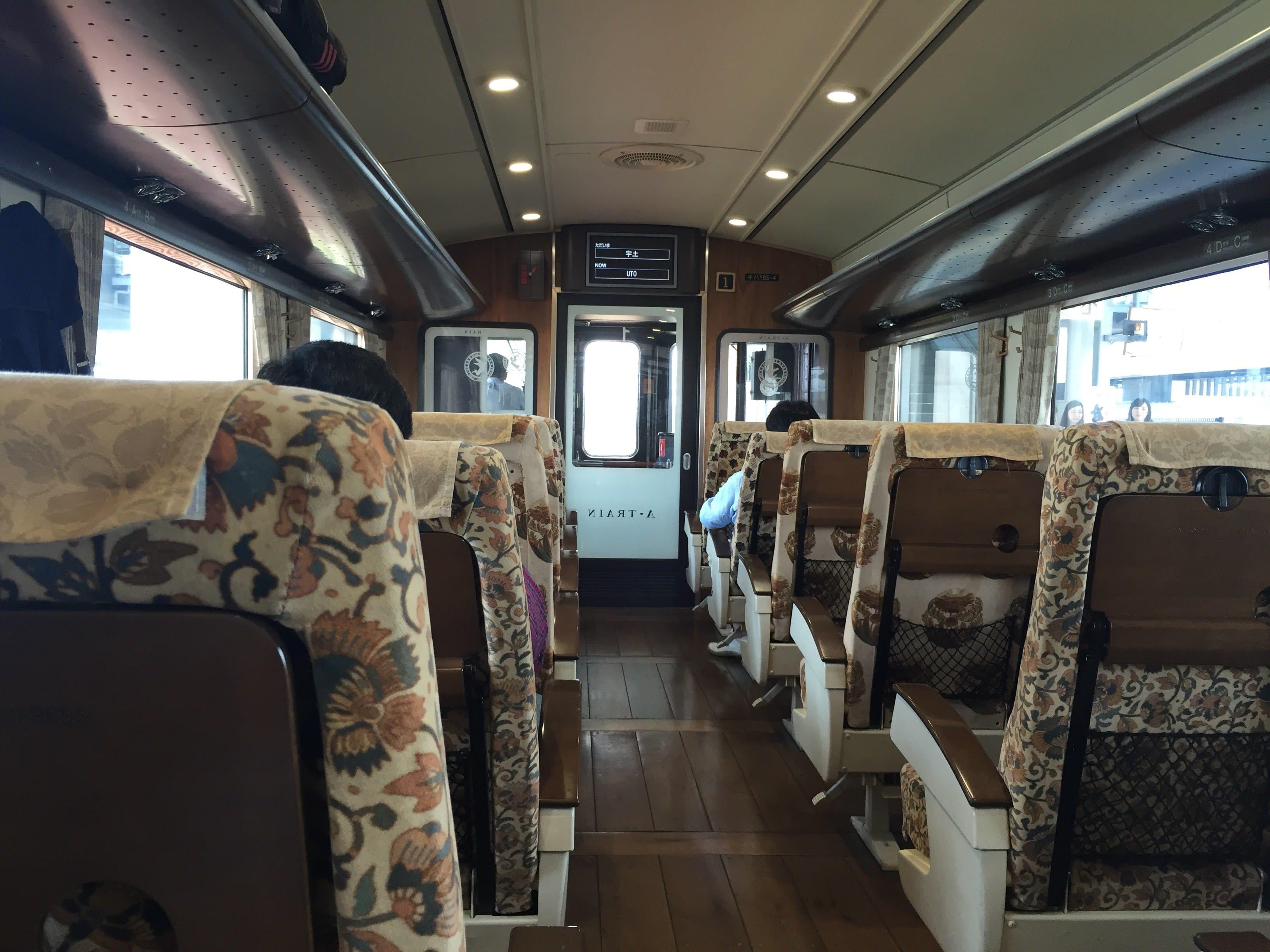 想要搭乘 A-Train 一定要事先預約指定席。Photo|Zach