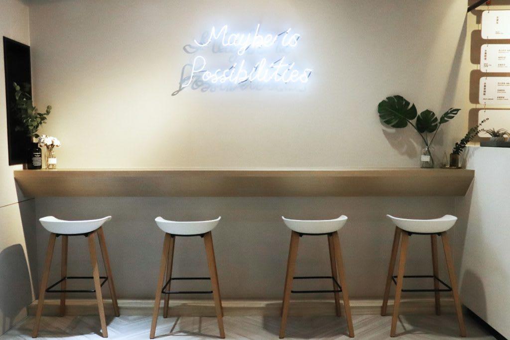 MAYBE時尚水果飲品,店內裝潢走韓風系列。
