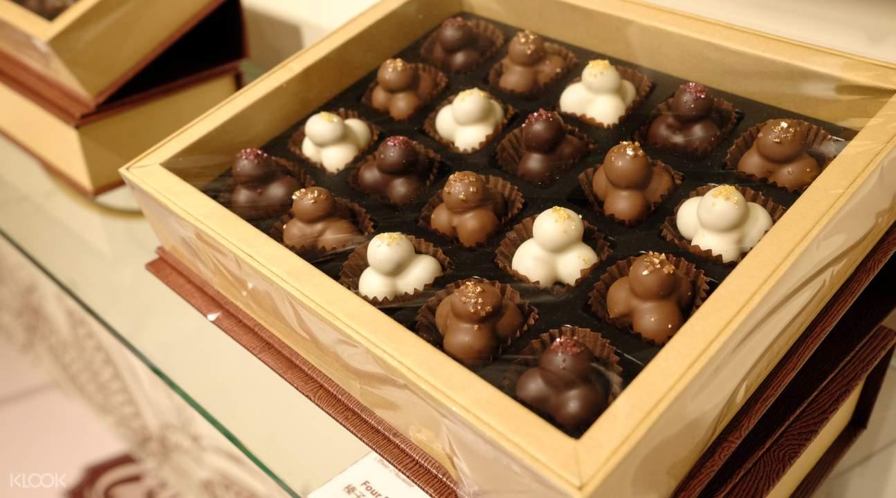 香港巧克力博物館,瑞士巧克力品嚐,還會貼心附一杯水。