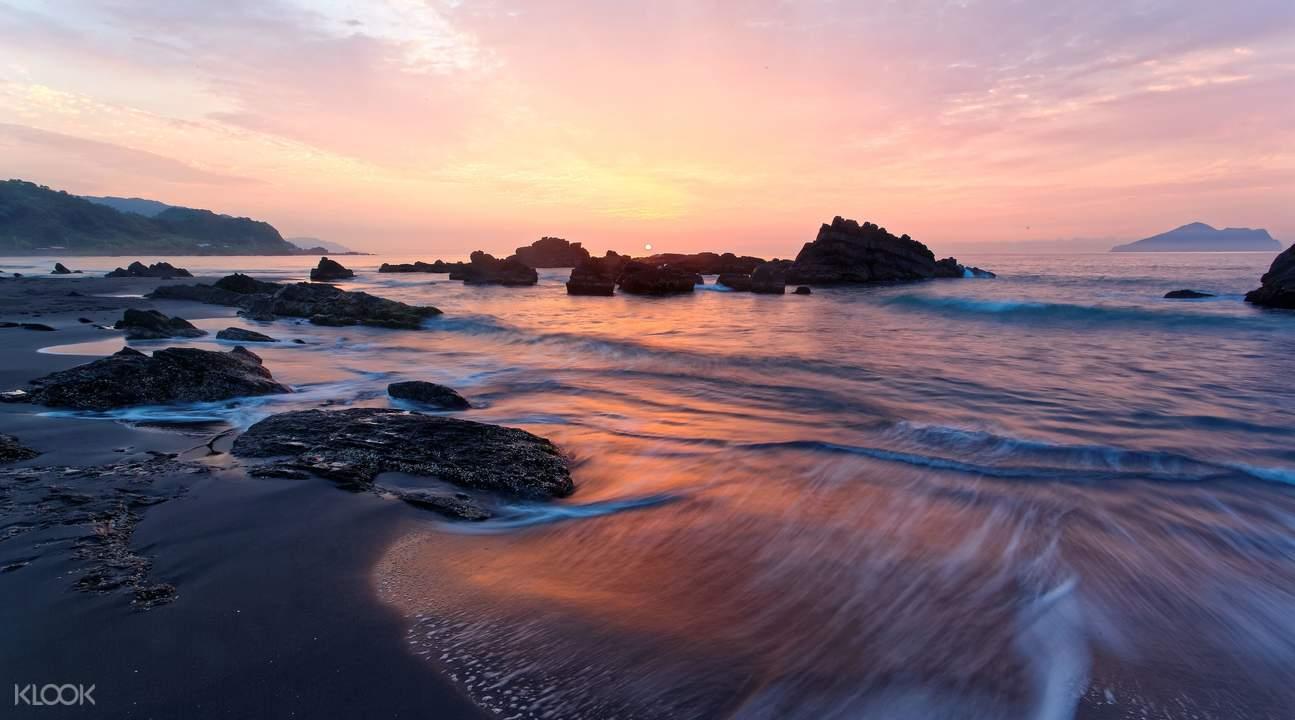 福隆海水浴場夕陽西下。