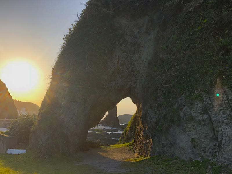 傳說進綠島監獄前必須通過的洞,如象鼻的造型。