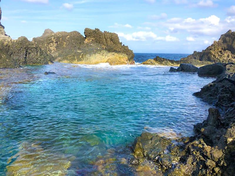 綠島翠湖水深三米可進行跳水,但因地形危險建議教練陪同。