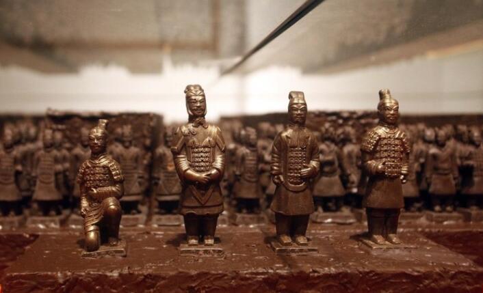 香港巧克力博物館,巧克力做成的兵馬俑。(取自KLOOK客路官網/網友:JUILING拍攝)