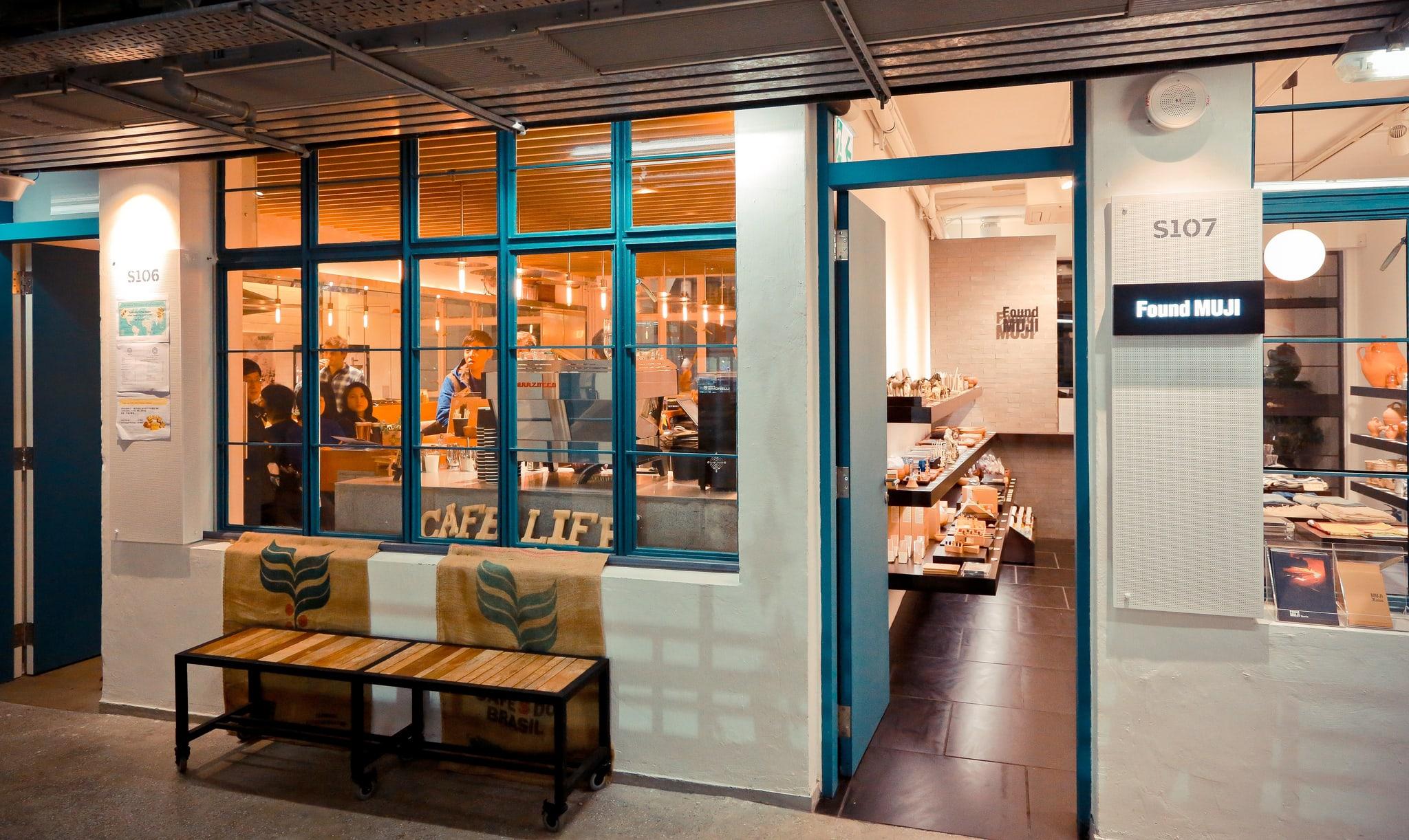 一間間店鋪聚集了各式各樣的設計商品等著有緣人發掘。﹝圖片取自flickr@Simon Tam﹞