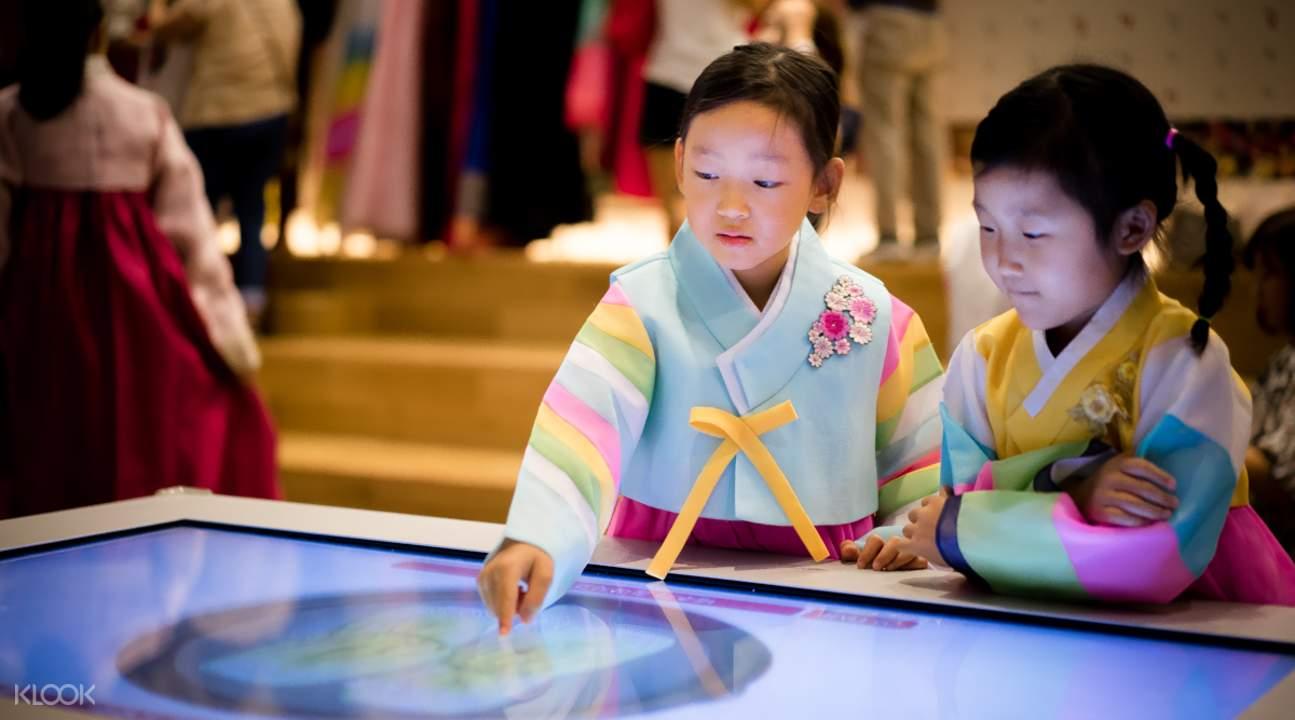 在泡菜間博物館暢玩相關遊戲,以有趣的方式了解韓國泡菜的歷史