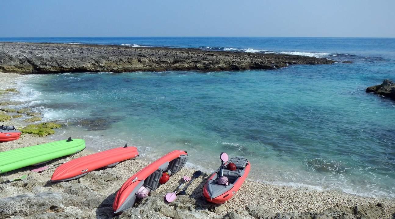 蔚藍大海清澈見底,還有許多特別的水上活動可以參加。
