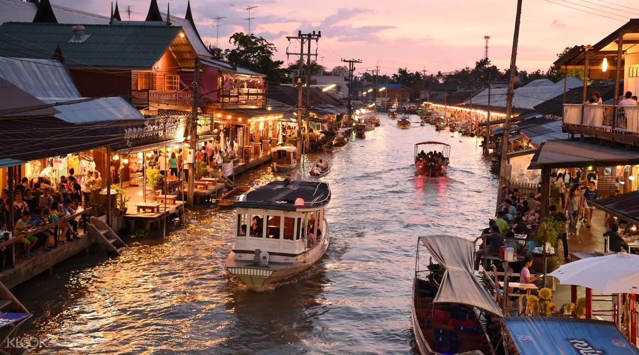 各個水上市集是泰國的一大特色,許多光觀客都慕名而來。