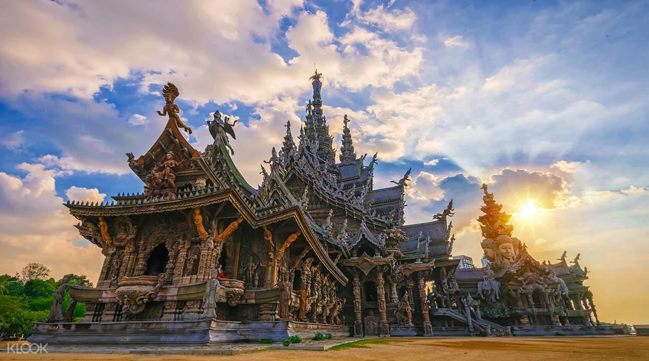 芭提雅真理寺以曼谷生死輪迴觀念為基礎,表現了生死各界意象的建築。