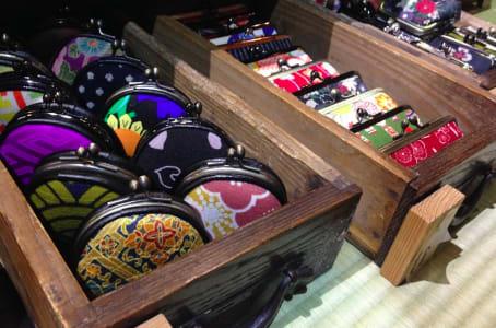 好好挑選一個給自己當作京都之旅的紀念品吧!照片來源:吳胖達