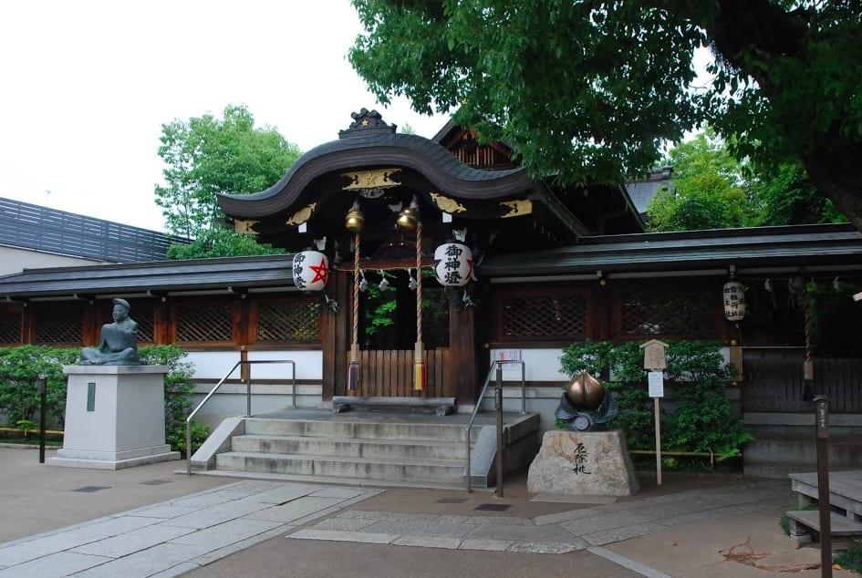 神社境內不時可見晴明專有的五芒星。照片來源:吳胖達
