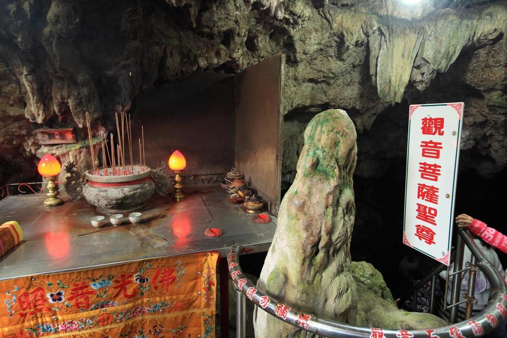 到綠島必來的觀音洞景點。(圖片取自台東縣觀光旅遊網)
