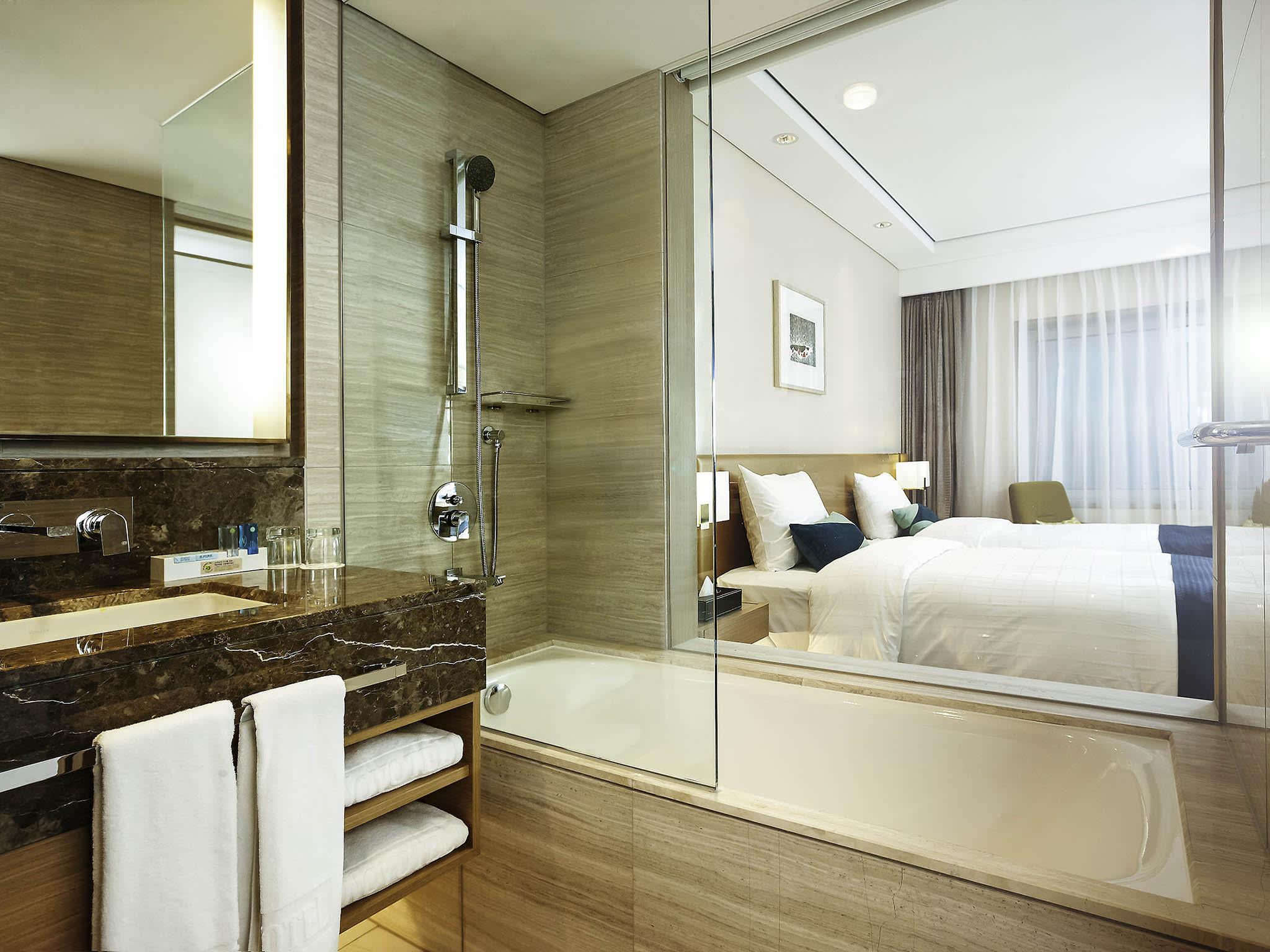 諾富特大使酒店江南店客房衛浴空間。(圖片取自諾富特大使酒店江南店官網)