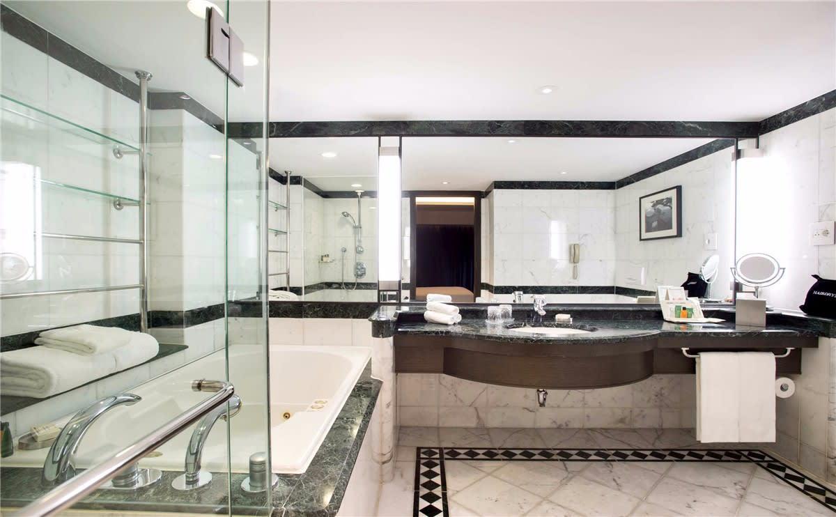 首爾希爾頓千禧酒店客房衛浴空間。(圖片取自首爾希爾頓千禧酒店官網)