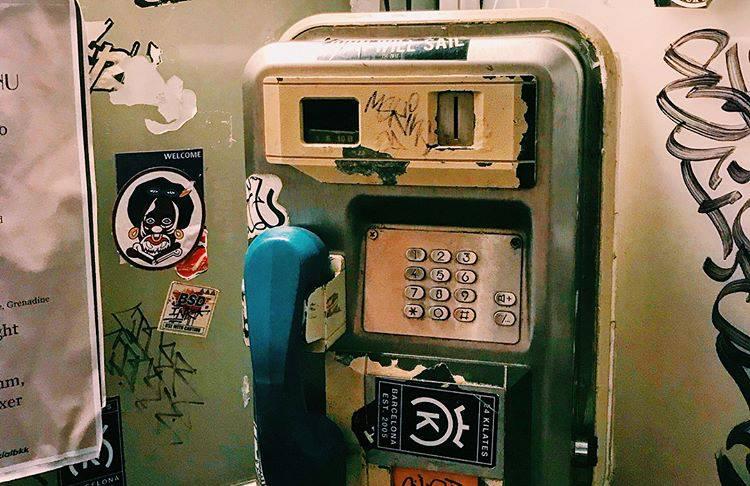 酒吧入口的電話亭|圖片來源:Havana Social臉書|http://bit.ly/2JrzRtH