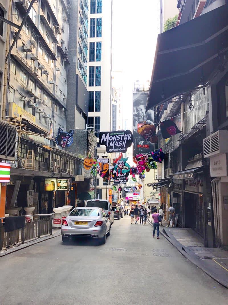 蘭桂坊街道附近的酒吧餐廳林立,到了夜晚更是熱鬧。