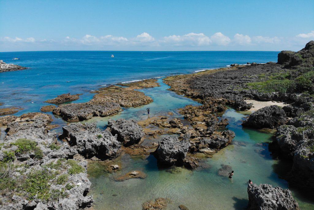 小峇里島 – 擁有天然庇護,適合親子前來泡水遊玩
