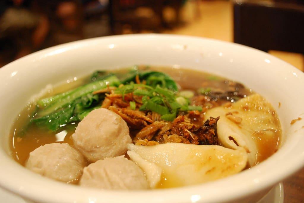 手工板麵,為馬來西亞道地美食。來源:http://bit.ly/2KRWs3j。