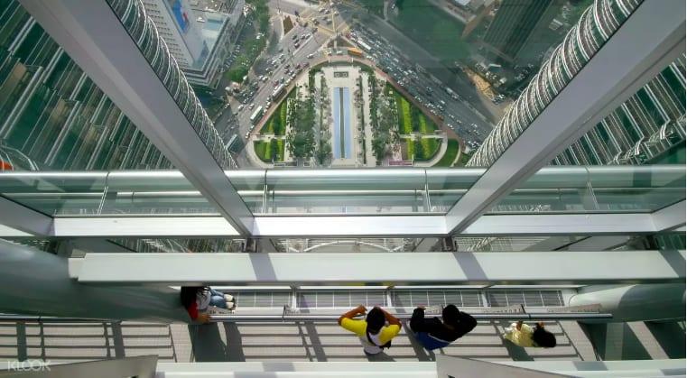 位於41樓的人行聯通走道。來源:KLOOK。