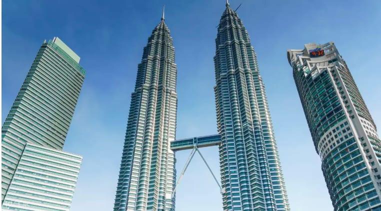 馬來西亞雙峰塔,特色就是兩種塔中間的連通走道。來源:KLOOK。